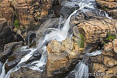 Site Martine 12 Août trouvé par Ajonc L-eau-tombe-les-nids-de-poule-de-la-chance-de-bourke-afrique-du-sud-36095189