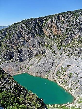 un site en europe par blucat (14juillet) trouvé par ajonc Lac-bleu-en-croatie-15911044