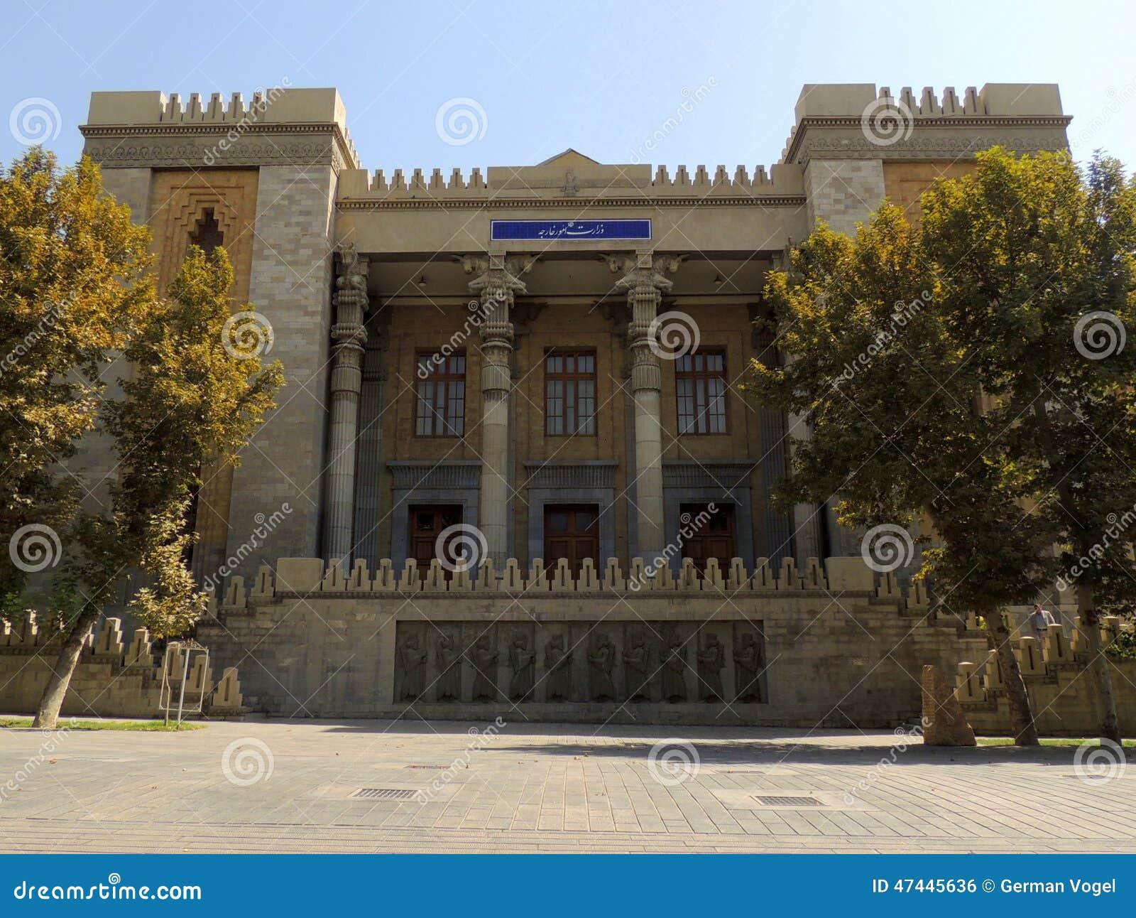 un bâtiment - ajonc - 1er novembre trouvé par Martine B%C3%A2timent-de-minist%C3%A8re-%C3%A9tranger-de-l-iran-imitation-de-l-architecture-de-persepolis-47445636