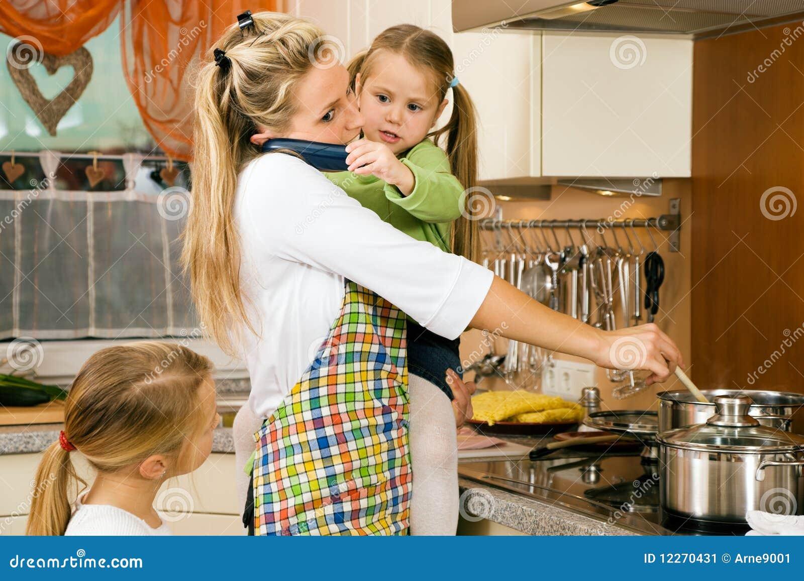 ركن سؤال وجواب في الطبخ Housewife-children-having-stress-12270431