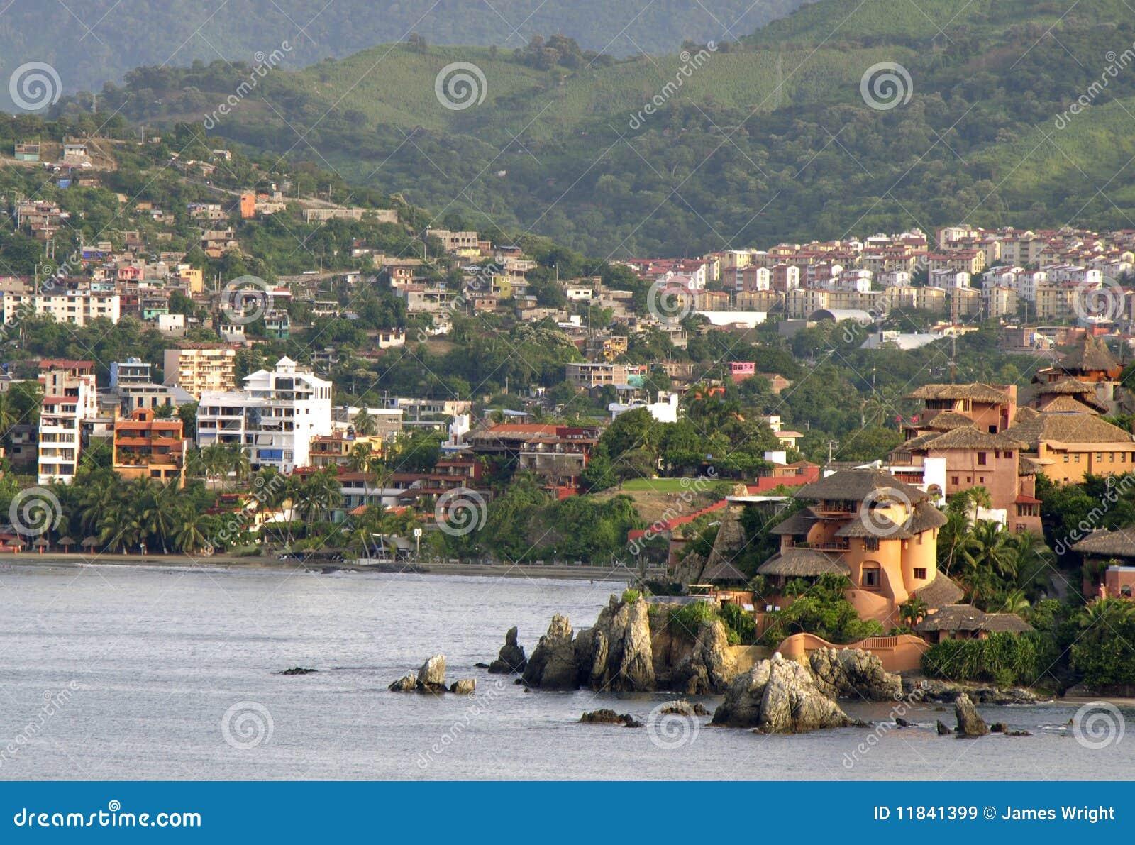 Meksiko - Page 3 Mexican-seaside-village-11841399