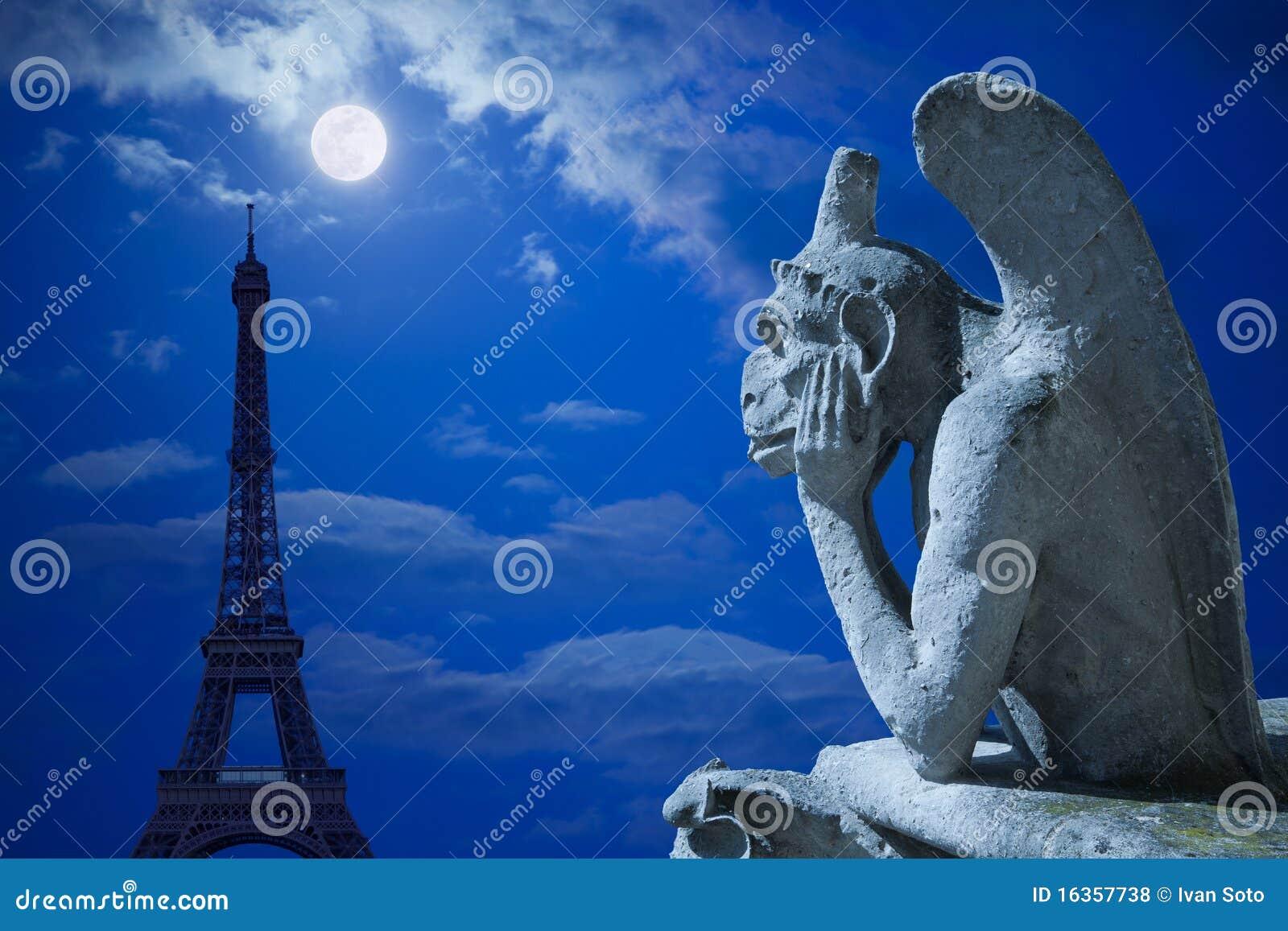 MOON NIGHT Quimera-y-torre-eiffel-bajo-claro-de-luna-16357738