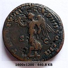Sestercio de Lucio Vero. TR P VIII IMP IIII COS III /S C. Victoria  3f52077401341d7032e6a088f9132a46o