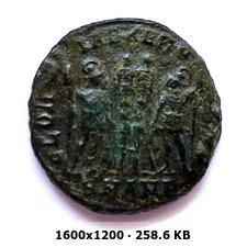 AE3 de Constantino I. GLORIA EXERCITVS. Antioquía 6272f5194101a787e12c9d06a770dd08o