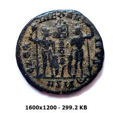AE4 de Constantino I. GLORIA EXERCITVS. Siscia 86cdfef30fe7988dacc8ac693ff3e18bo