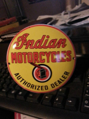 affiches anciennes ou pubs indian PLAQUE-EMAILLEE-INDIAN-MOTORCYCLES-BOMBEE-12CM