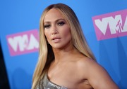 Дженнифер Лопез (Jennifer Lopez) MTV Video Music Awards, 20.08.2018 (95xHQ) Fb95dd955993374