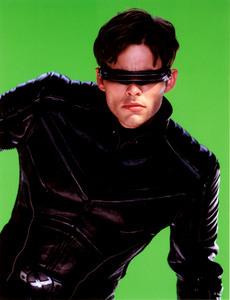 Люди Икс 2 / X-Men 2 (Хью Джекман, Холли Берри, Патрик Стюарт, Иэн МакКеллен, Фамке Янссен, Джеймс Марсден, Ребекка Ромейн, Келли Ху, 2003) C7ddf21198642964