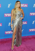 Дженнифер Лопез (Jennifer Lopez) MTV Video Music Awards, 20.08.2018 (95xHQ) 4f90ae955993854