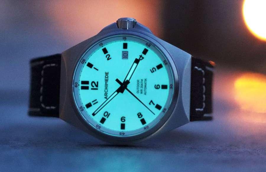 Archimede Outdoor, une montre réalisée à la demande Archimede-outdoor-full-lume-dial-night-side-W900