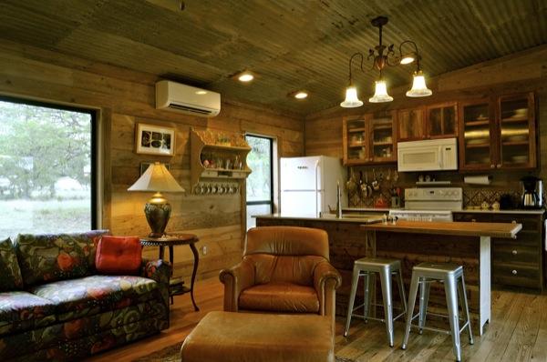 The Old Western Road - majakese tutvustus La-arboleda-reclaimed-space-small-cabin-02