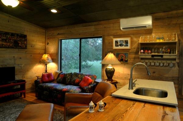 The Old Western Road - majakese tutvustus La-arboleda-reclaimed-space-small-cabin-04