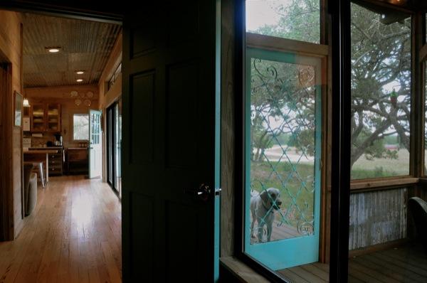 The Old Western Road - majakese tutvustus La-arboleda-reclaimed-space-small-cabin-06