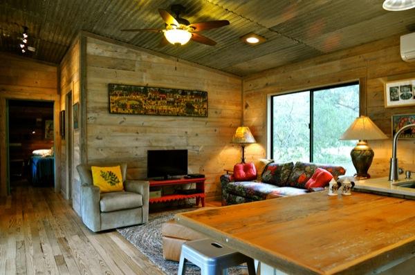 The Old Western Road - majakese tutvustus La-arboleda-reclaimed-space-small-cabin-08