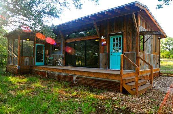 The Old Western Road - majakese tutvustus La-arboleda-reclaimed-space-small-cabin-09