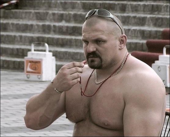 Самый сильный человек мира случайно разогнал гей-парад на Украине 600_kfrdhez7lls_n2035479