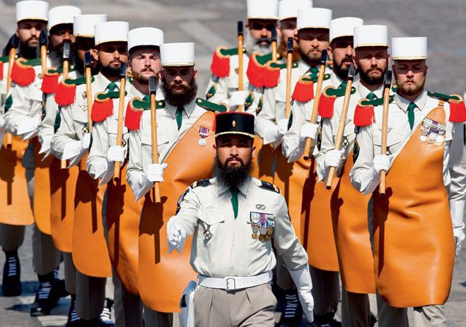 Чудаковатая военная форма разных стран 010