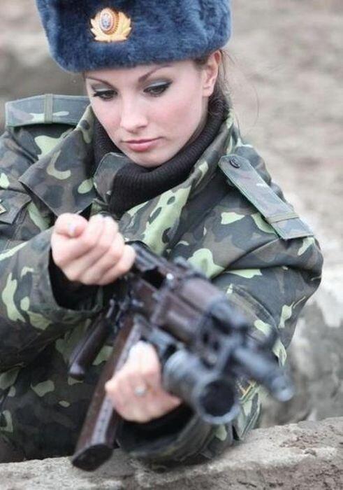 Phụ nữ và súng 6bed8bf43e2dbd943181fa05996461f0
