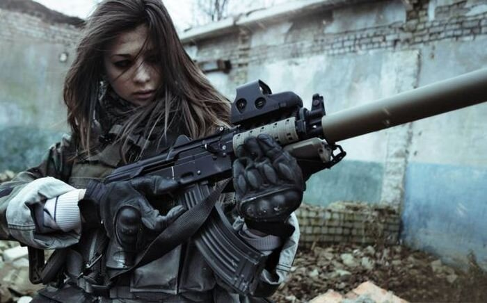 Phụ nữ và súng 9d31ff190eb519d3694a172c2dee31ac