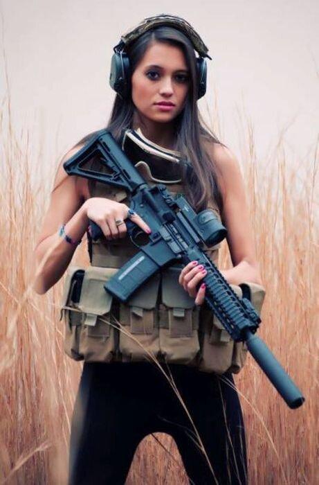 Phụ nữ và súng Ae9e306c082cb92f2d1e4a2b8fa562ca