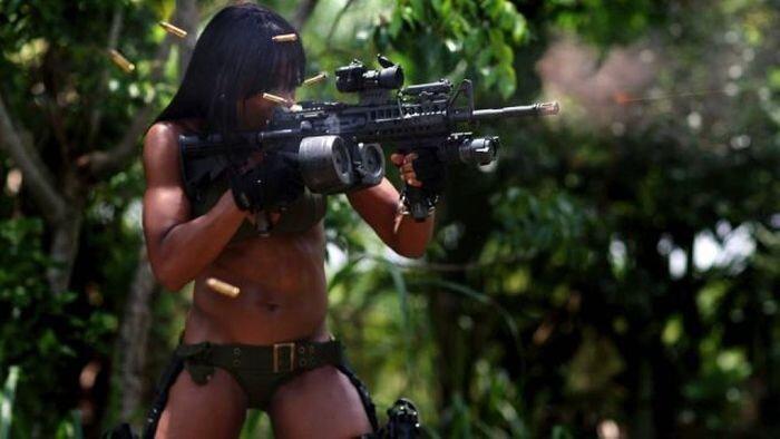 Phụ nữ và súng Ce9f208f639be598b37b3263f8182355