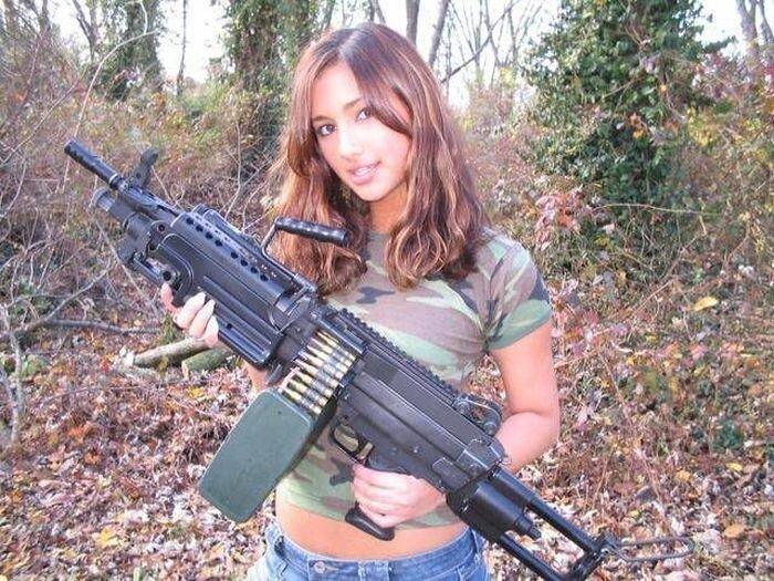 Phụ nữ và súng D6fa94262f16c794ebc5bfaaad1f0f15