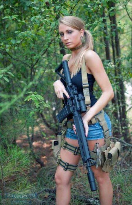 Phụ nữ và súng E5f4bcd2c0662b27ba2e9152bf506421