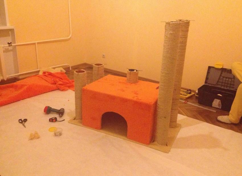 Самодельный домик для кота 0d4a06709cc7e4ede4f8bcdceb902122