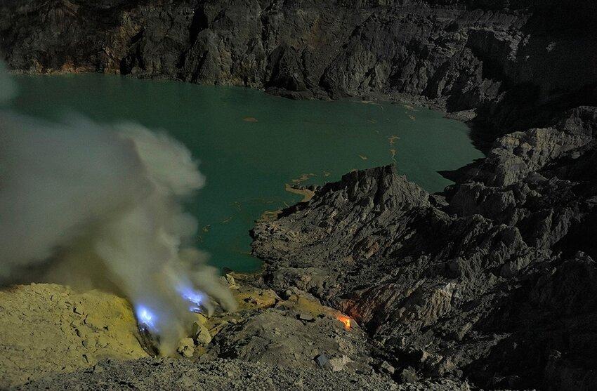 """Не """"пыльная"""" работёнка - добыча серы в вулкане 6614050ul8"""