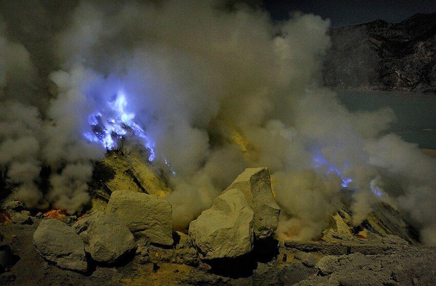 """Не """"пыльная"""" работёнка - добыча серы в вулкане 6614051hbe"""