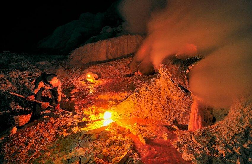 """Не """"пыльная"""" работёнка - добыча серы в вулкане 6614052h13"""