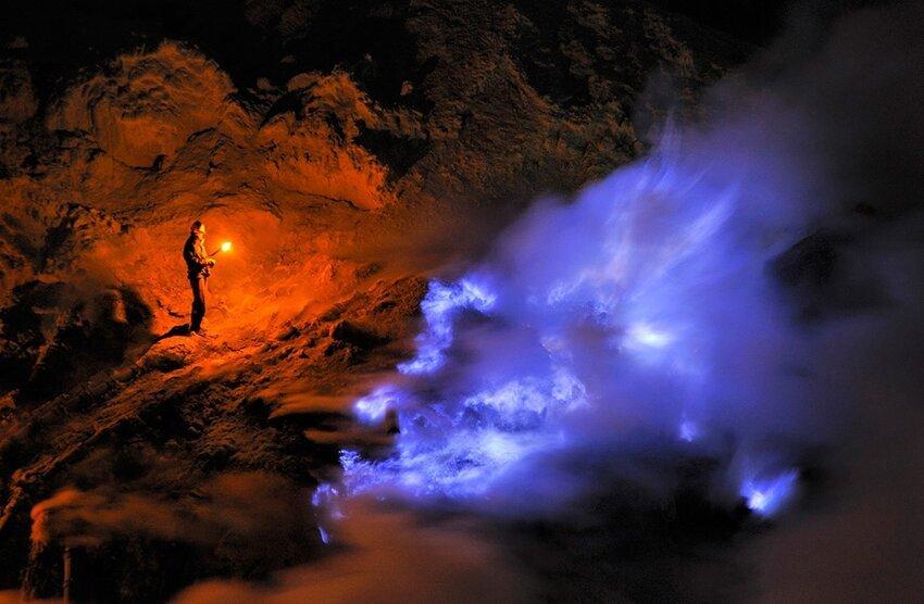 """Не """"пыльная"""" работёнка - добыча серы в вулкане 6614054fsv"""