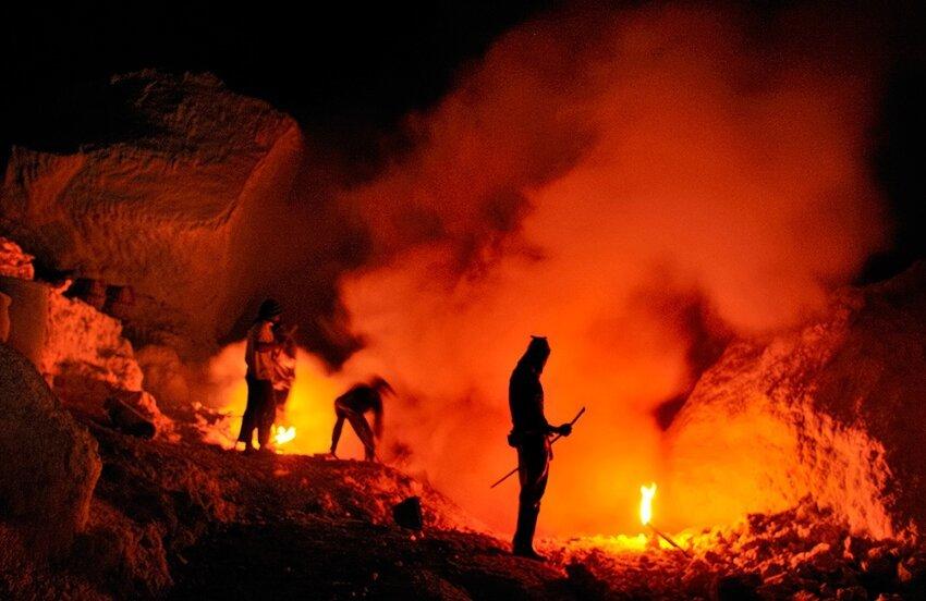 """Не """"пыльная"""" работёнка - добыча серы в вулкане 6614055bqr"""
