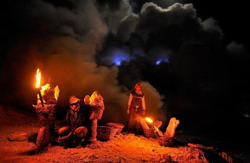 """Не """"пыльная"""" работёнка - добыча серы в вулкане 6614057b4d"""