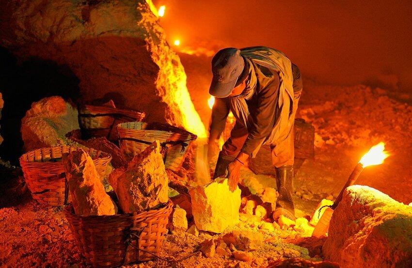 """Не """"пыльная"""" работёнка - добыча серы в вулкане 6614060uec"""