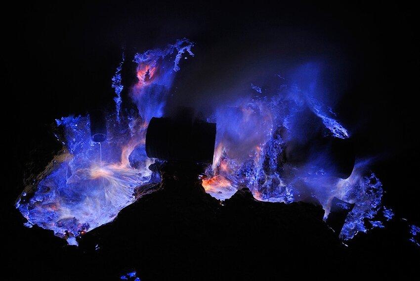 """Не """"пыльная"""" работёнка - добыча серы в вулкане 6614063und"""