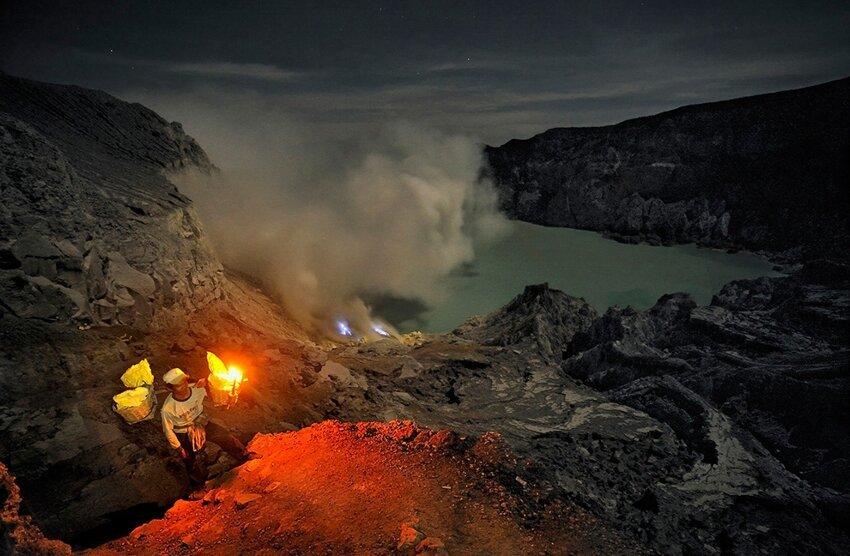 """Не """"пыльная"""" работёнка - добыча серы в вулкане 6614064z3i"""