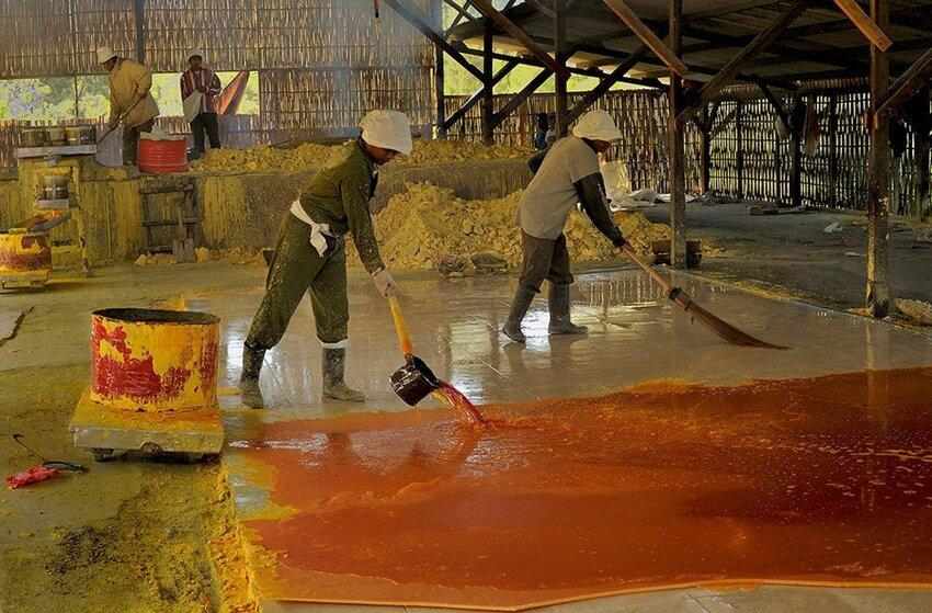 """Не """"пыльная"""" работёнка - добыча серы в вулкане 6614068n4w"""