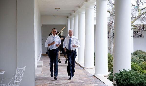 Фотожабы на пробежку Обамы и Байдена по Белому Дому 3281115