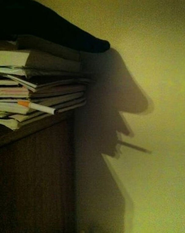 От улыбки стало вдруг светлее.. Funny-shadow-fails-illusions-10
