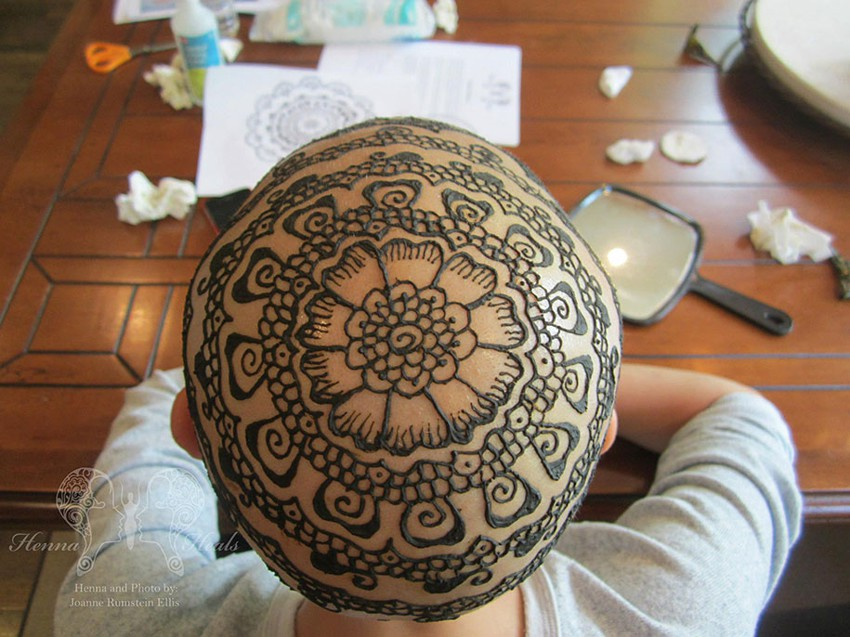 Рисунки хной на головах больных раком Henna-crowns-temporary-tattoo-cancer-patients-henna-heals-11