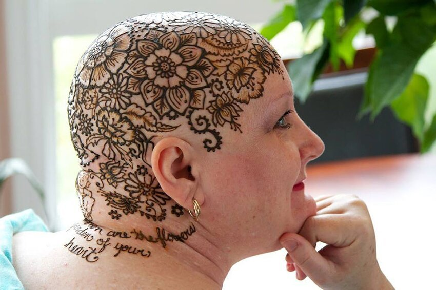 Рисунки хной на головах больных раком Henna-crowns-temporary-tattoo-cancer-patients-henna-heals-7