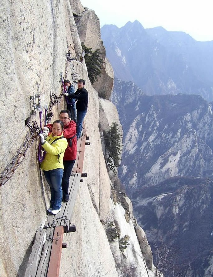 Фото, от которых у вас подогнутся колени Mt-huashan-death-trail-woe4
