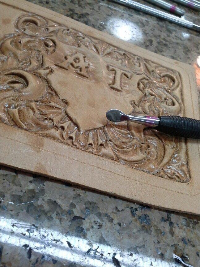 Как сделать гравировку по коже 549205d80c453b94fac2ce5a5d750ef0