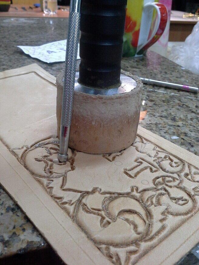 Как сделать гравировку по коже D915dea3f53a7056405ba34cd1934339