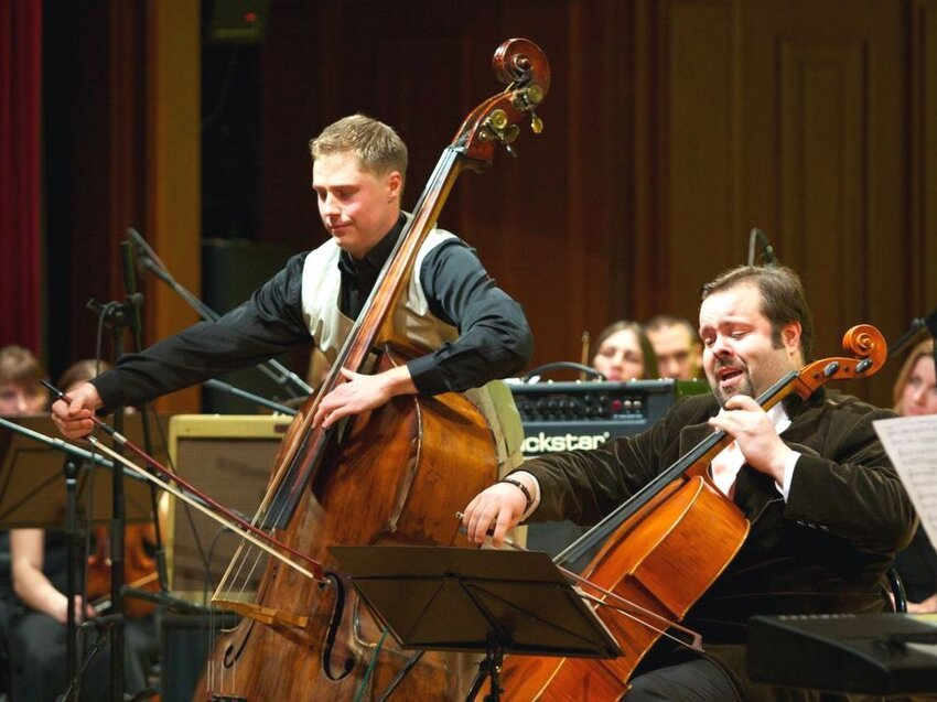 Не путайте музыкальные инструменты! 1_kontrabasist-i-violonchelist