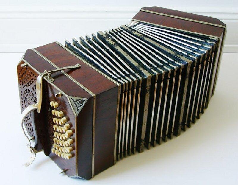 Не путайте музыкальные инструменты! Garmon-bandoneon