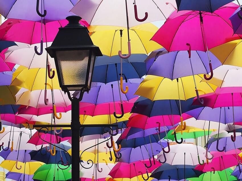 Сотни разноцветных зонтов над улицами Португалии  Df63626b8900f07786b23bc322e592c2