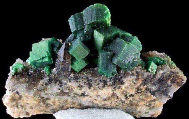 Самые удивительные минералы  D7c6e6167d9f245a87e1d54ee33339df