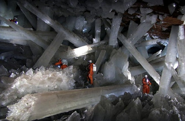 Одмори -Патувања - Page 2 03-1_north-america-crystal-cave-670x440-naica-mine-4-140806